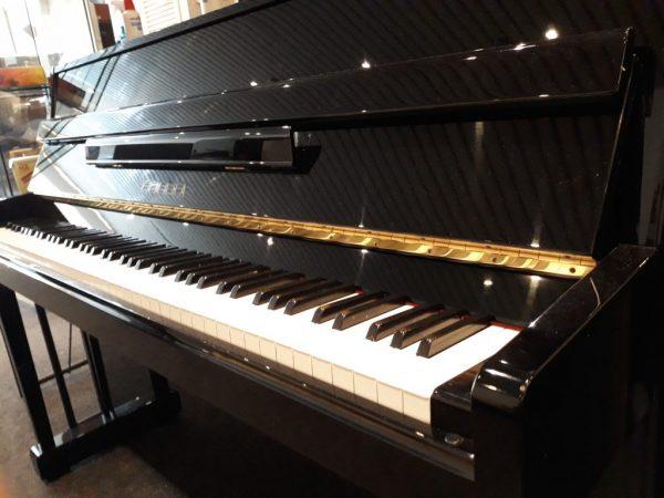 Yamaha M-108T Piano Zwart Hoogglans